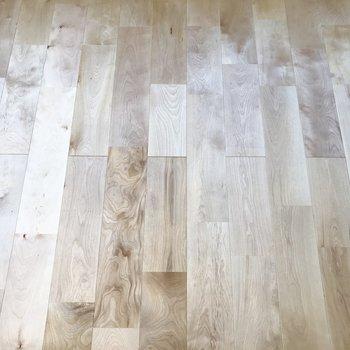 バーチ材の無垢床に癒されます