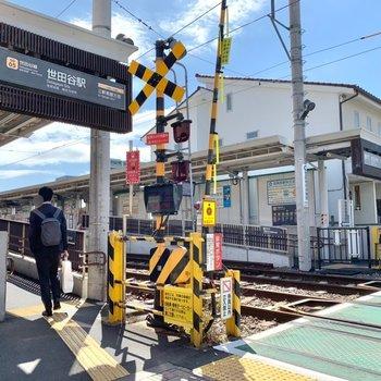 最寄りの世田谷駅。ローカルな雰囲気がいいですね。
