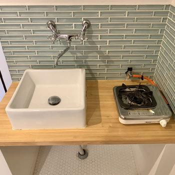 鏡を用意して洗面台代わりにも使うと良さそう。