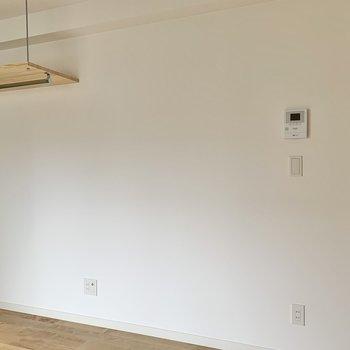 テレビを置くならこちらの壁側かな。
