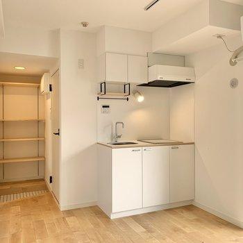 キッチンは清潔感あるホワイト。