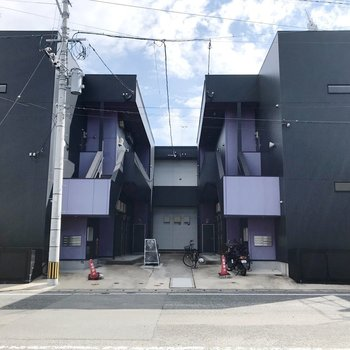 2棟の裏にひっそり佇むアパートです