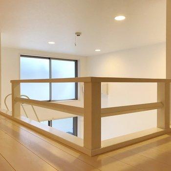 こう見ると天井が高いのが分かります(※写真は1階の同間取り別部屋、清掃前のものです)