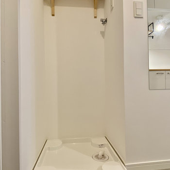 洗濯機置き場も玄関に。