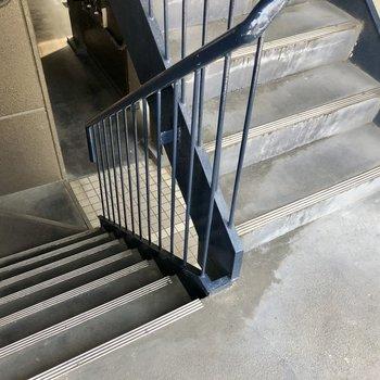 4階まで階段です!