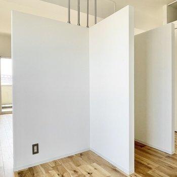 L字型の壁沿いにキッチン家電を。