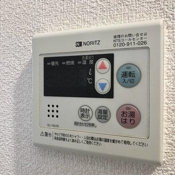 ひねる蛇口ですがこのボタンがあるので温度調節もしやすいですよ