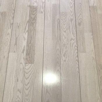 この床の色、素敵です!