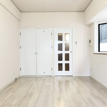 シャドーホワイトな扉を開けると…