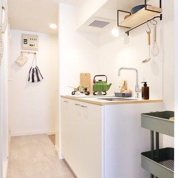 空間に溶け込むようなTOMOSオリジナルキッチン。