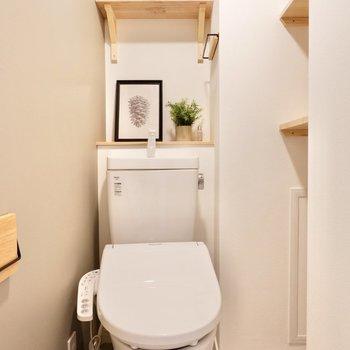 お手洗いは温水洗浄機付きでオシャレな空間。