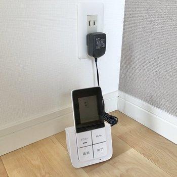 お部屋にはリモコン式のモニターフォンもつけますよ※写真は4階の似た間取り、別部屋のもの