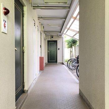 お部屋は1階の角部屋です。