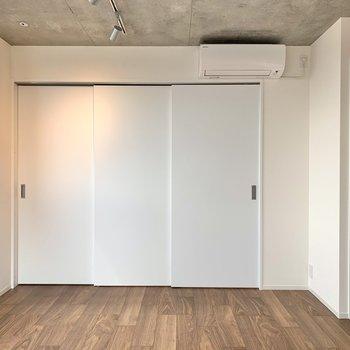 【LDK】洋室とはスライドドアで仕切ります。