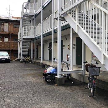 駐輪場・バイク置き場・駐車場もあります。