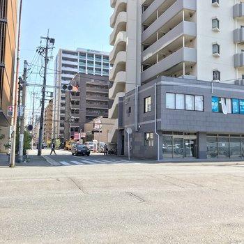 こくてつ通りからカクっと曲がれば23時まで営業のスーパー。住吉公園と小柳公園もすぐ近くです!