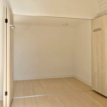 下の収納にはペット用品や季節家電の収納に便利です。