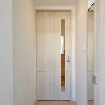 扉の向こうでペットがお出迎えしてくれそう♩ここはペットドアがないので脱走の心配も少ないです。