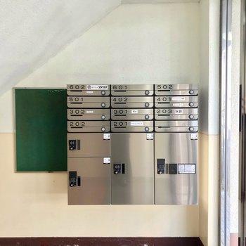 宅配ボックスもありました!事務所もいくつか入っているようです。