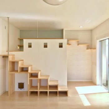 階段の隣にはちょっとした凹み。ワークスペースとして使えるように設けられました。