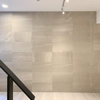 このマーブル模様の壁がとても高級感があります!
