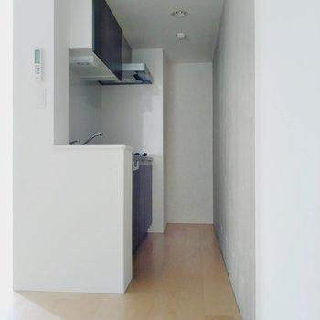 奥に冷蔵庫が置けます。(※写真は4階の同間取り別部屋のものです)