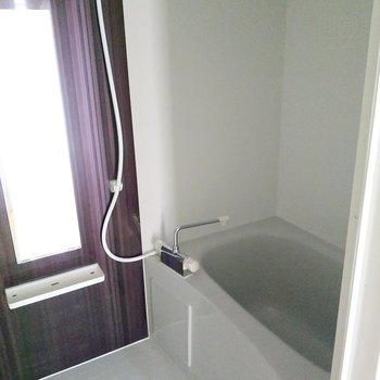 お風呂には浴室乾燥機付き!(※写真は4階の同間取り別部屋のものです)