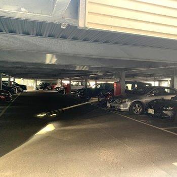 【共用部】駐車場もありますよ
