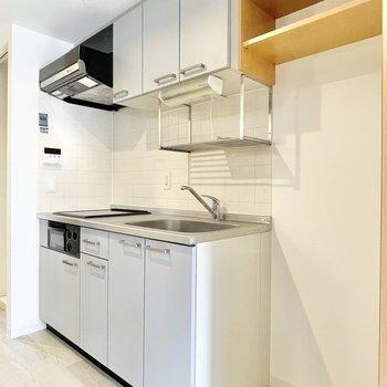 キッチンは2口。すっきりと収納もできそう。