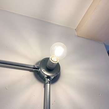 玄関のライトは人感センサー付きなのが嬉しいポイント。