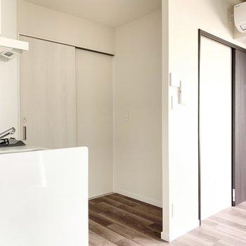 【LDK】キッチンの後ろには冷蔵庫を置けます。