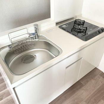 【LDK】キッチンはシンクが広めで使いやすそう。