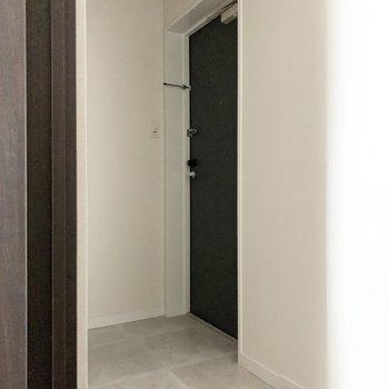 玄関もゆとりがありますよ。※写真は通電前のものです