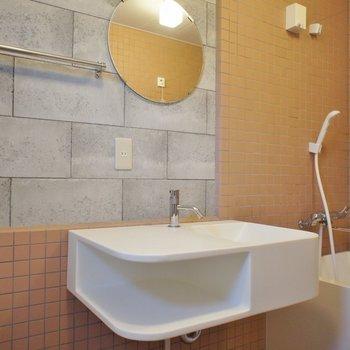 オシャレちっくな洗面台(※写真は3階の同間取り別部屋のものです)