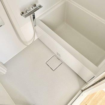 浴室はシンプル!寛げそうです。