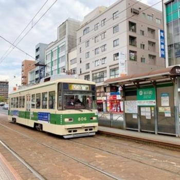 路面電車はマンションの前を通ります。駅は目と鼻の先!うれしい・・!