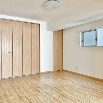 空間はこんなに広々!生活家具の他に、楽器などもなんなく置けちゃう!