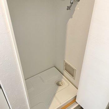 洗濯機置き場の上に、