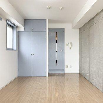 4階角部屋のひとり暮らしのお部屋です。(※写真は11階の同間取り角部屋のものです)