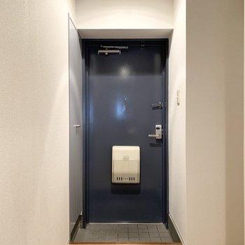さて、室内の最後は玄関を。(※写真は11階の同間取り角部屋のものです)