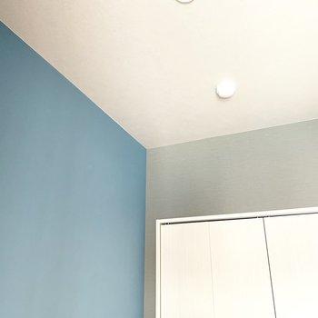 天井との配色がいい感じ(※写真は9階の反転間取り別部屋のものです)