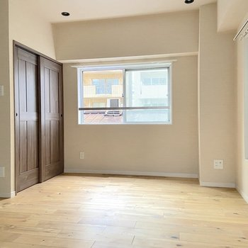 ベッドやソファなど、大きめの家具も配置できそうです。