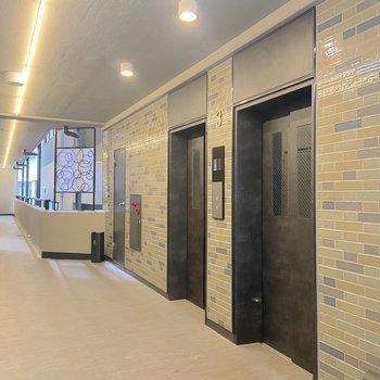 エレベーターは二基設置。レトロなタイルが可愛いですよね