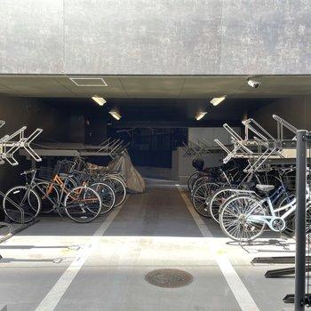 駐輪場やバイク置き場も。(バイク置き場は空き要確認)