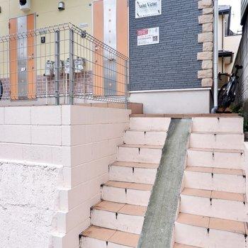 階段も一部スロープに。