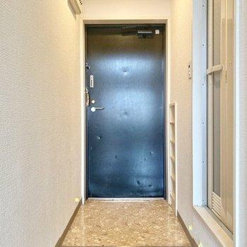 玄関スペースは広め。靴をたくさん置いておくことができそう。
