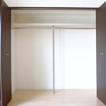 収納は押し入れ並みの大容量(※写真は2階の同間取り別部屋のものです)