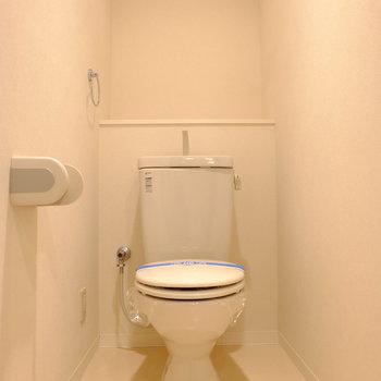 トイレはシンプル。(※写真は2階の同間取り別部屋のものです)