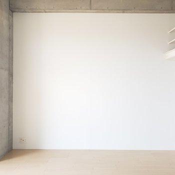 家具もCOOLさを求めて。(※写真は4階の反転間取り別部屋のものです)
