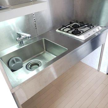 かっこいいキッチンでかっこよくお料理♪(※写真は4階の反転間取り別部屋のものです)